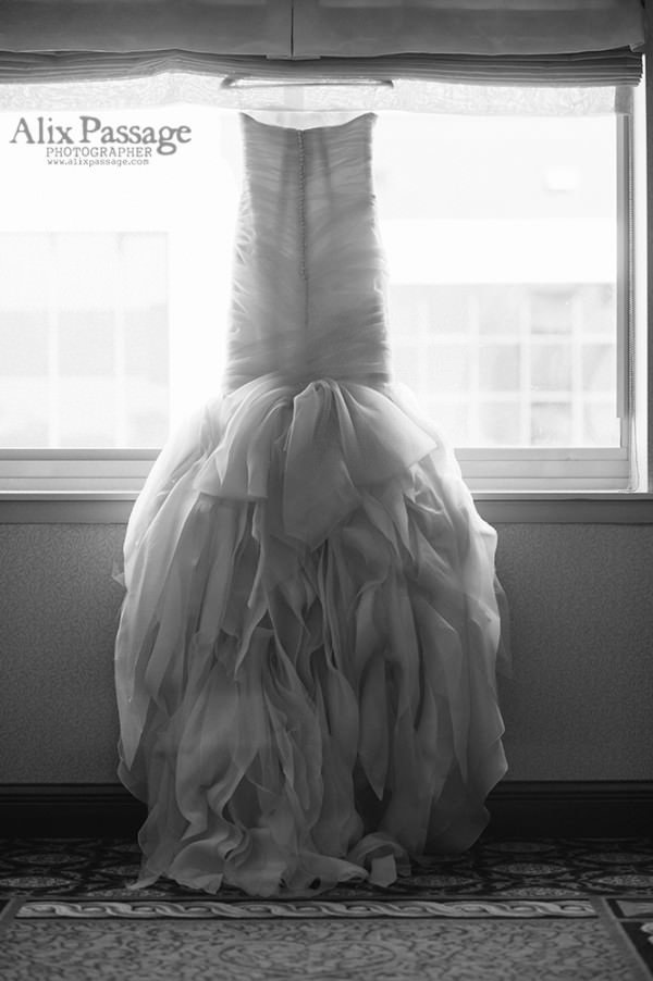 Gorgeous wedding photography by Alix Passage shows every detail.
