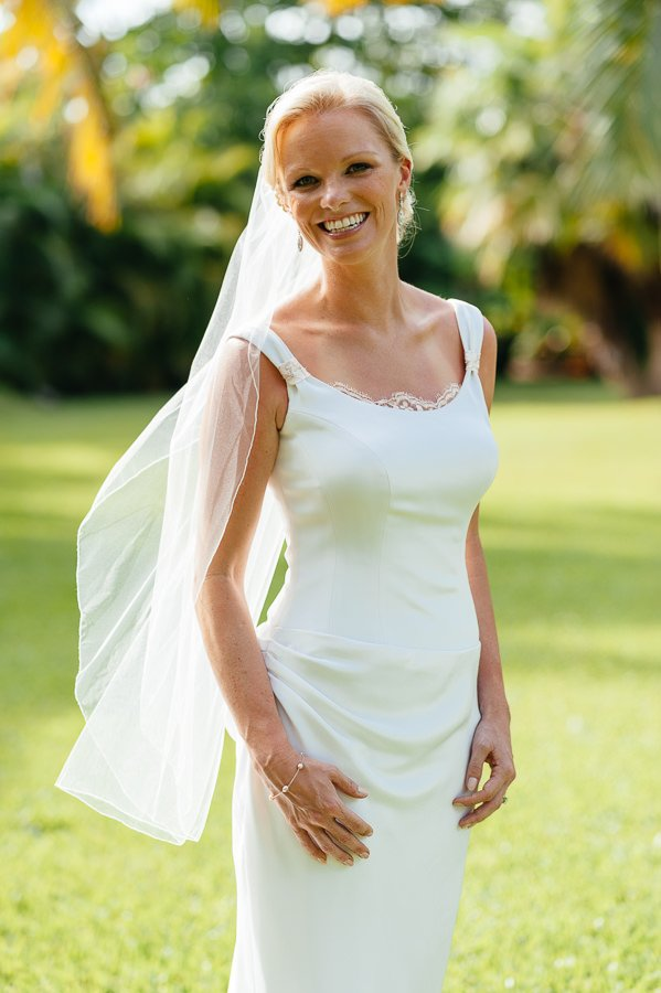 This bridal look is classic and timeless.